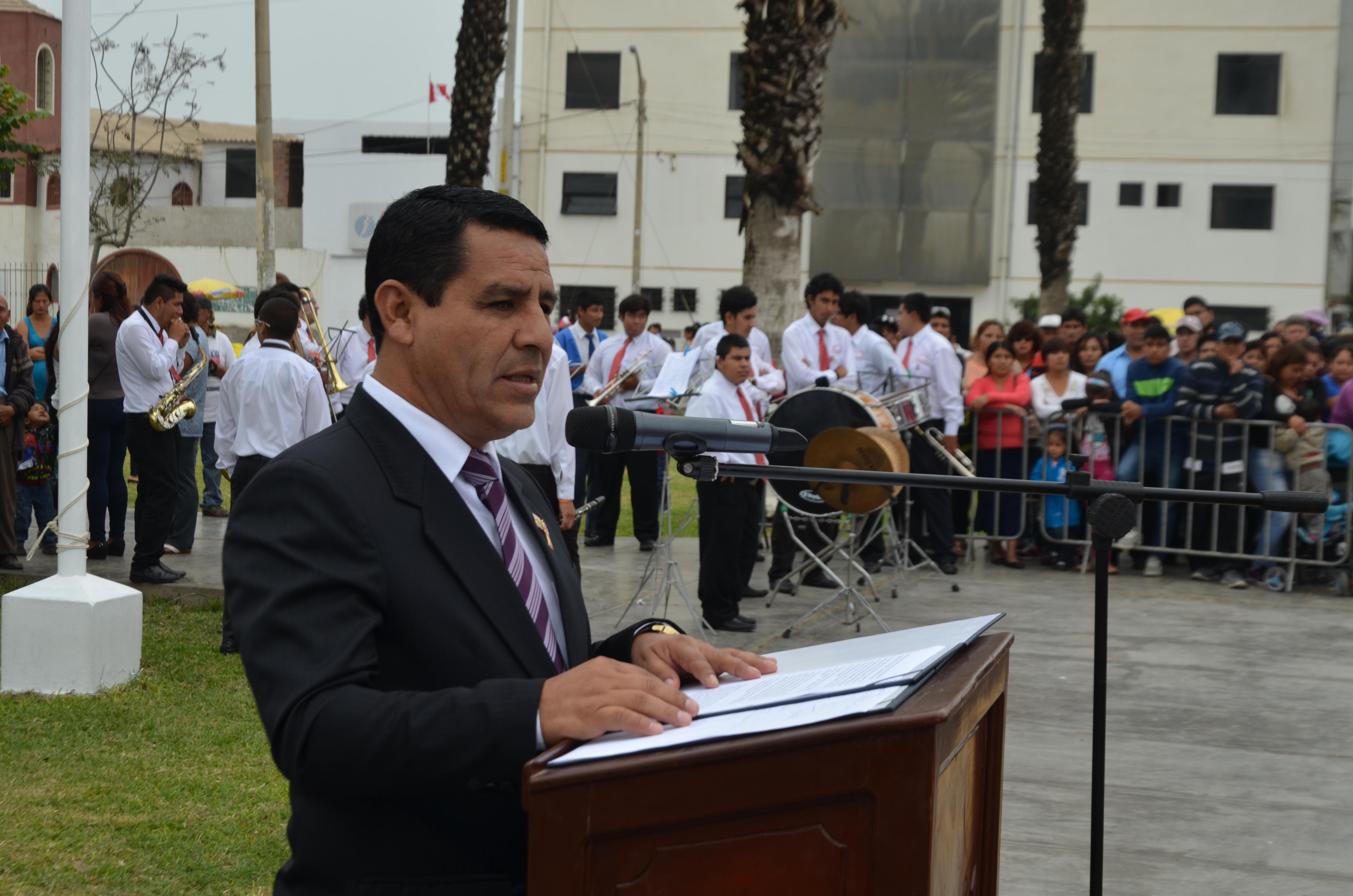 Durante discurso por Fiestas Patrias  Mejor seguridad y educación anuncia alcalde Carlos Vásquez