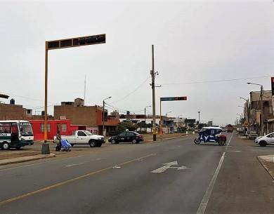 Instalan modernos semáforos en avenidas de Víctor Larco